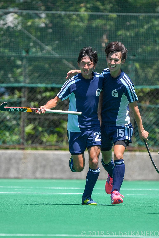 56分、駿河台大学は平井幹哉(右)のアシストから横澤達也(左)が追加点を挙げた