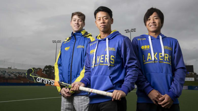 キャンベラ・レイカーズでデビューをするHAWKE Jamie、Yamashita Manabu、Kazuma Murata のキャプションで掲載された。出典元:https://www.smh.com.au/sport/new-look-canberra-lakers-to-kick-start-ahl-campaign-in-tasmania-20181003-p507j0.html