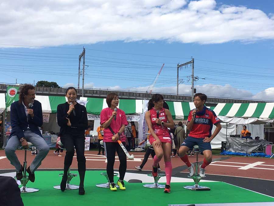 左から、ラモス瑠偉さん、伊藤華英さん、藤尾香織さん、小野真由美選手、加藤健人選手。