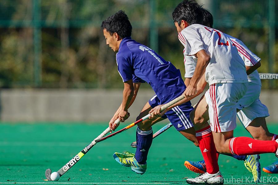 スピード溢れるプレーでチームを勝利へ導く慶應義塾11番大橋俊介選手。写真/金子周平