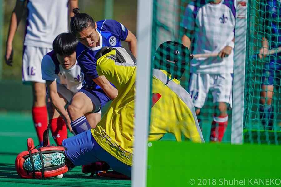 ゴールを狙う、東大6番北村和紀選手(4年生)。