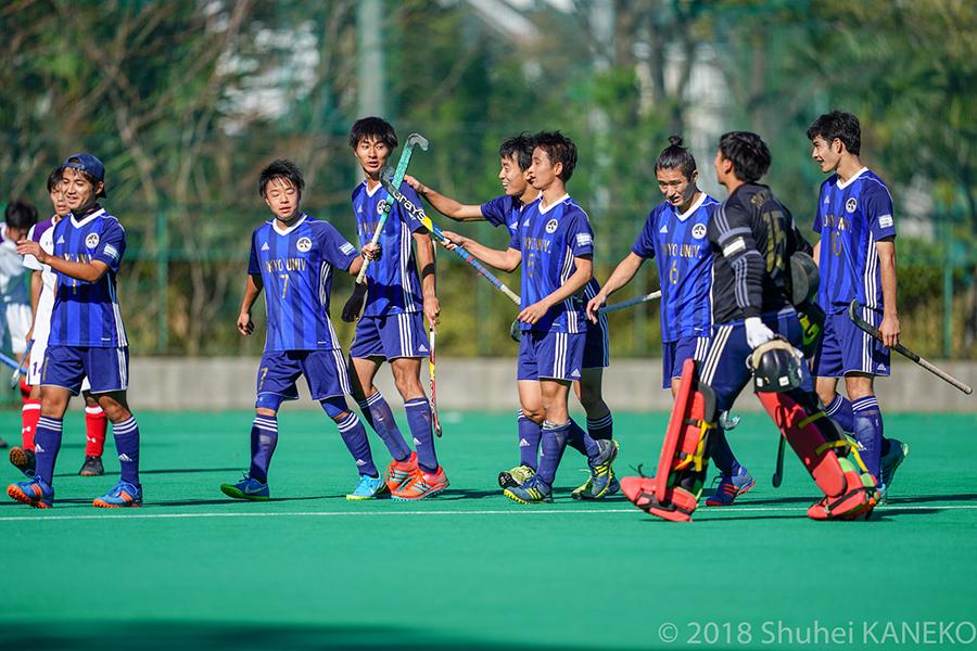 東京大学が2-0で制し、1部残留を決めた。写真/金子周平
