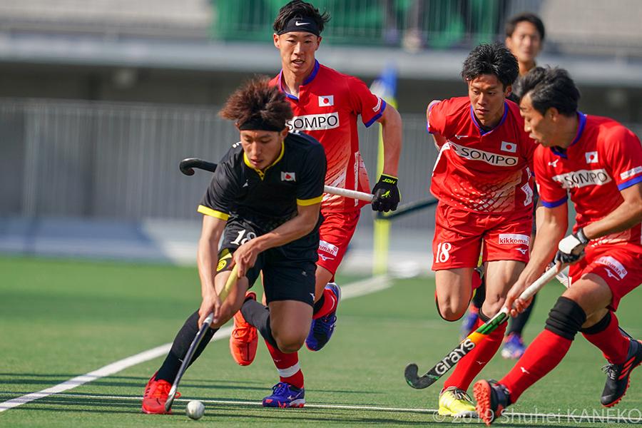 激しい試合展開を披露した男子サムライジャパンvsジュニア代表。写真/金子周平