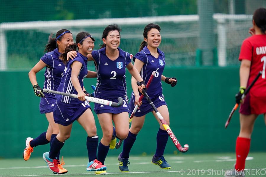ゴールを喜ぶ慶應義塾大学。写真/金子周平