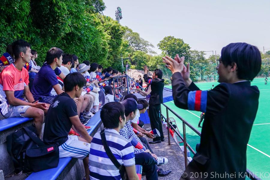 慶應義塾応援団も駆けつけ、声援をパワーに戦う