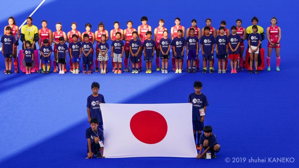 試合前のさくらジャパン。写真/金子周平