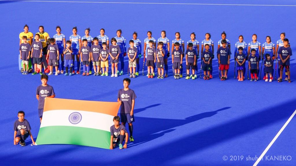 試合前のインド代表。写真/金子周平