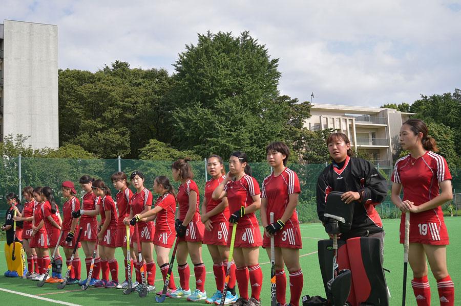 試合前の京都大学の選手ら。