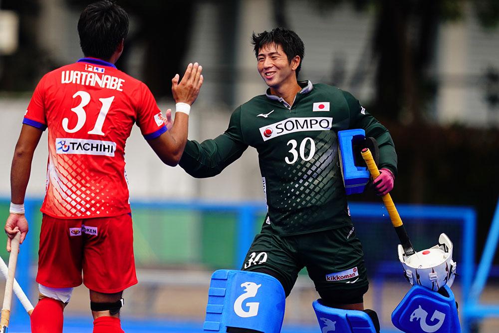 勝利で試合を終え、笑顔を見せる吉川 写真/金子周平