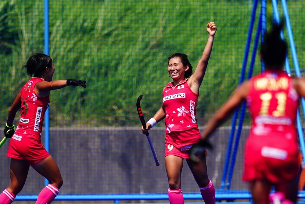 ゴールを決め、ガッツポーズで笑顔の永井友理選手 写真/金子周平
