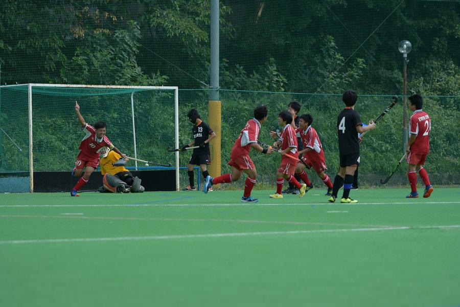 2得点を決めた京都大学主将の工藤選手。