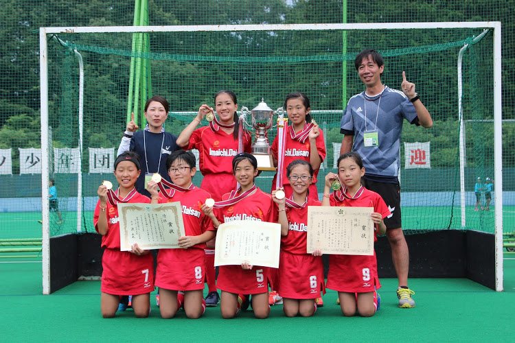 栃木県の地元開催で悲願の優勝を掴んだ市第三小学校区ホッケークラブスポーツ少年団