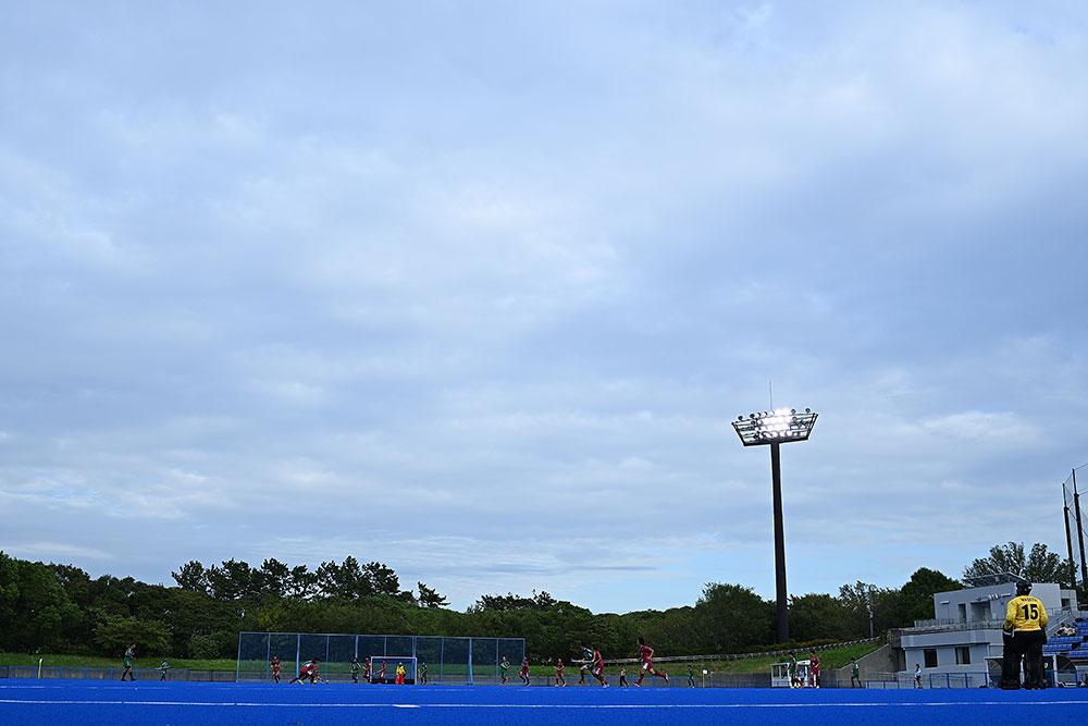 曇り空の下、過ごしやすい気温で試合開始 写真/中村雄紀夫